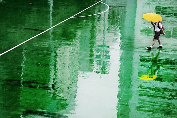 Гонг Конг под дождем - фото Кристофера Жакро