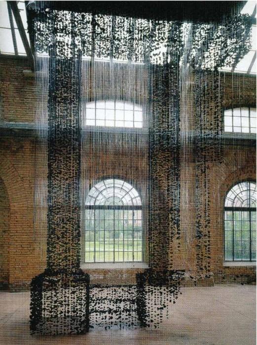 Инсталляция древесного угля в воздухе