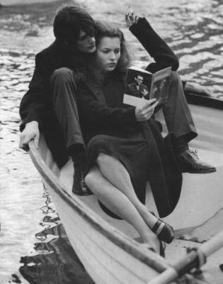 Романтичное фото с Кейт Мосс