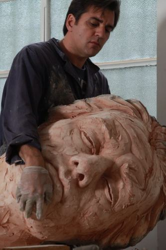 Скульптор Matteo Pugliese за работой