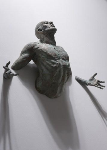 Скульптура мужчины - Обещание, серия Extra Moenia