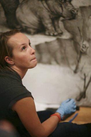 Фото молодой художницы.