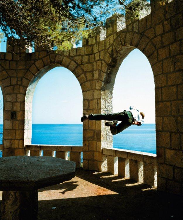 Автор проекта «падающий фотограф» Kerry Skarbakka.