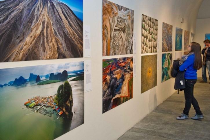 Выставка излюбленного аэрофотографа Яна Артюс-Бертрана.