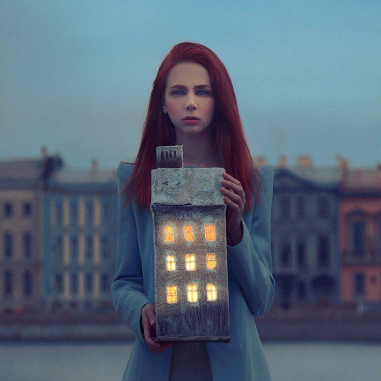 Творчество киевского фотографа Олега Оприско, который профессионально снимает романтический сюрреализм на среднеформатную пленку.