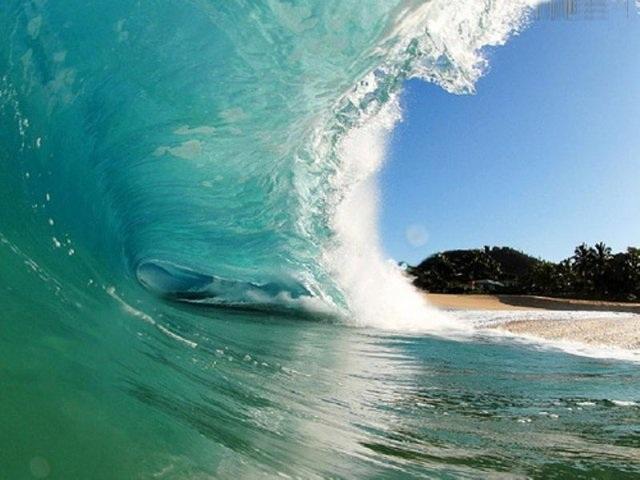 Профессиональный серфингист и фотограф Clark Little.