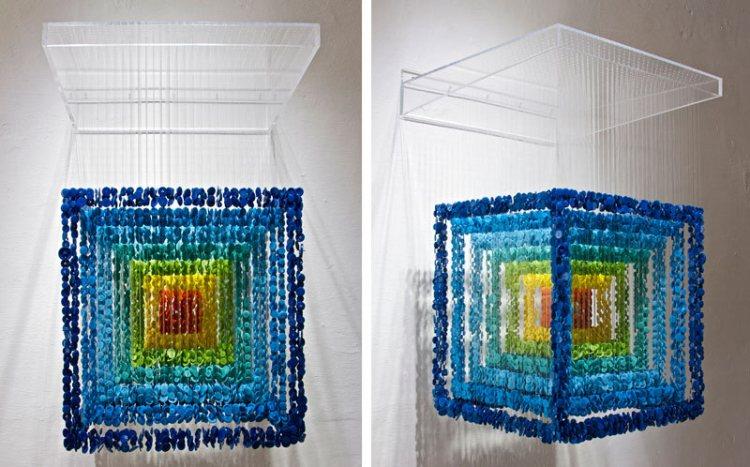 Инсталляция из разноцветных пуговиц от художника Augusto Esquivel