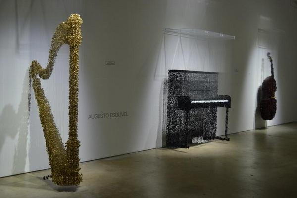Музыкальные инструменты из пуговиц, Augusto Esquivel