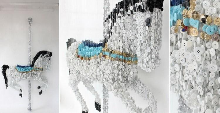 Пуговичный шедевр Аугусто Эскивеля - лошадка из пуговиц