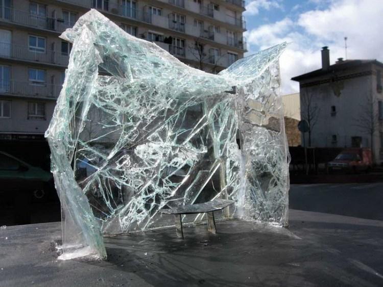 Битое стекло в городской инсталляции Crystal Palace, Baptiste Debombourg