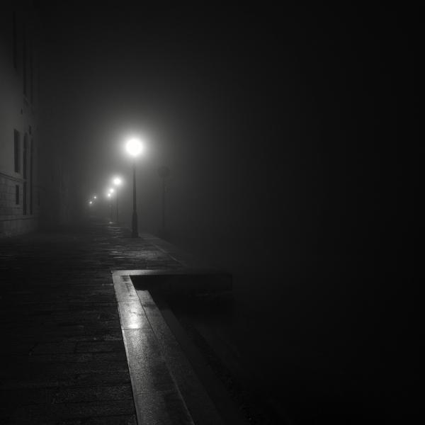 Черно-белые фотоснимки в стиле минимализм