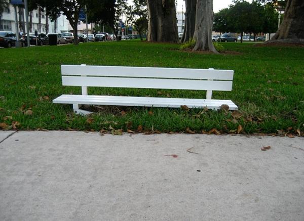 Социальный проект «Измененные общественные скамейки» (Modified Social Benches).