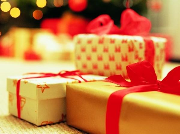 Презент в подарочной упаковке.