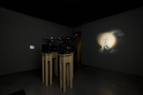 Фото с выставки современной художницы